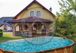 Location vacances Ribnik - Three-Bedroom Holiday Home in Gradac-1