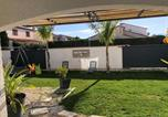 Location vacances Saint-Cyprien - Paddle Beach House - Studio terrasse-1