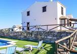 Location vacances Osuna - Stunning home in Pruna w/ Wifi, Outdoor swimming pool and 5 Bedrooms-1