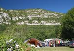 Camping avec Piscine couverte / chauffée Belmont-Tramonet - Camping les Fontaines-2