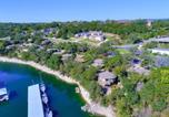 Villages vacances Lago Vista - Relaxing Waterfront Bungalow on Lake Travis, pool & hot tub, next to marina (#1)-1