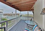 Location vacances Corpus Christi - Canal-Front Corner Condo w/ Pools - Near the Beach! condo-1