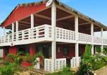 Location vacances  Madagascar - Apartment with 3 bedrooms in Mahajanga with furnished terrace 100 m from the beach-1