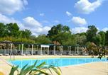 Camping avec Piscine couverte / chauffée Azur - Camping Les Pins du Soleil-1