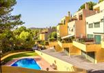 Location vacances Vilabella - House with 3 bedrooms in Tarragona with wonderful mountain view shared pool enclosed garden 500 m from the beach-1