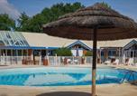 Camping Naujac-sur-Mer - Village Vacances les Brigantins