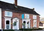 Location vacances Kingsnorth - The Wife of Bath Restaurant with Rooms-1