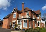 Location vacances Brackley - Fairlawns Guest House-1