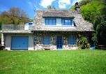 Location vacances Saint-Martin-Valmeroux - La Maison Bleu-1