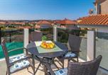 Location vacances Trogir - One-Bedroom Apartment in Trogir-1