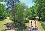 Camping avec Hébergements insolites Dordogne - Le Plein Air des Bories-4