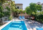 Location vacances Sutivan - Family friendly apartments with a swimming pool Sutivan, Brac - 16593-1