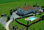 Location vacances  Province de Sienne - Modern Farmhouse in Pienza Tuscany with outdoor pool-2