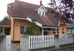 Location vacances Révfülöp - Apartment in Balatonboglar 18232-1