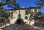Location vacances Montefalco - Stunning Farmhouse with Swimming Pool and Jacuzzi in Umbria-3