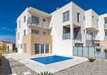 Location vacances Vodice - Nice home in Vodice w/ Outdoor swimming pool, Wifi and 3 Bedrooms-1