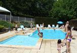 Camping en Bord de lac Aveyron - Village de Vacances Les Chalets de la Gazonne-1