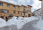 Location vacances  Province de Teruel - Graceful Apartment in Gudar with Heating-1