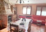 Location vacances Piedralaves - House with 5 bedrooms in Navaluenga with furnished terrace-1