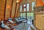 Location vacances Anderson - Mod Cabin with Hot Tub, Walk to Lake and Golfing!-3