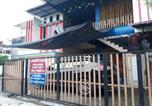 Hôtel Indonésie - Oyo Life 3124 D' Moonz Kost And Cafe-4