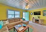 Location vacances Havelock - Colorful Cottage with Patio Across from the Beach!-1