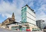 Location vacances Glasgow - Glasgow Central Station Skyline Apartment with Parking (2 bedrooms, 2 bathrooms, 1 living room-Kitchen)-1