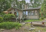 Location vacances Clarks Summit - Lakefront Gouldsboro Home with Deck and Sand Beach-1