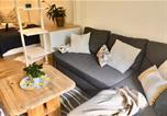 Location vacances Königsbach-Stein - 1-Zimmer Apartment mit geschützter Terrasse & Parkplatz-2