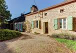 Location vacances  Lot - Vintage Holiday Home in Saint-Caprais with Garden-1