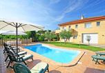 Location vacances Sant Andreu Salou - Villa with 4 bedrooms in Girona with private pool terrace and Wifi-1