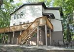 Location vacances Lake Harmony - Woodland Retreat Home-1
