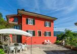 Location vacances  Province de Pistoia - Spacious Holiday Home in Marliana Italy with Private Garden-2