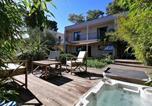Location vacances Villeneuve-lès-Avignon - Maison d'architecte avec vue sur les Alpilles-1