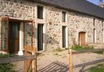 Location vacances  Cantal - Holiday Home Auliac-2