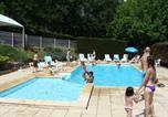 Camping avec Ambiance club Aveyron - Village de Vacances Les Chalets de la Gazonne-1