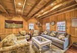Location vacances Fancy Gap - Thurmond Cabin on Alpaca Farm Near Wineries!-4