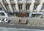 Hôtel Les Sorinières - Chambre d'hôtes La grotte de Voltaire-4