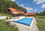 Location vacances Gornja Stubica - Three-Bedroom Holiday Home in Donja Stubica-1