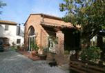 Location vacances Calcinaia - Villa with 2 bedrooms in Pontedera with private pool enclosed garden and Wifi 24 km from the beach-2
