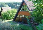 Location vacances Rotenburg an der Fulda - Detached, wooden bungalow with a terrace, in a wooded area-1