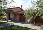 Location vacances  Province de Pistoia - Countryside Villa in Pistoia with Private Pool-1