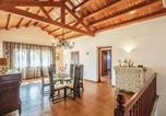 Location vacances Campllong - Eight-Bedroom Holiday home with a Fireplace in Riudellots-2
