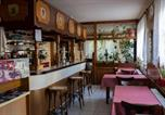Location vacances Maizières-lès-Vic - Chambres d'hotes Lagarde-2