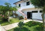 Location vacances  Province de Vibo-Valentia - Cozy Holiday Home in Capo Vaticano with Pool-1