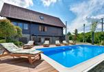 Location vacances Zagrebačka - Stunning home in Bedenica w/ Outdoor swimming pool, Jacuzzi and Sauna-3