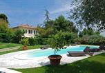 Location vacances  Province de Pesaro et Urbino - Fano Villa Sleeps 8 Pool Air Con Wifi-1
