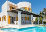 Location vacances Cala Ferrera - Cala d'Or Villa Sleeps 10 Pool Air Con Wifi-1
