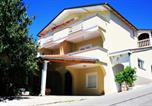 Location vacances Starigrad - Apartment in Starigrad-Paklenica 6786-1