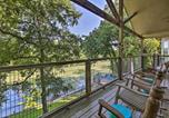 Location vacances Gonzales - Seguin Retreat with Canoes on Guadalupe River!-1